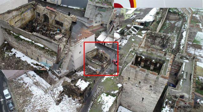 Tarihi bina yağma ediliyor