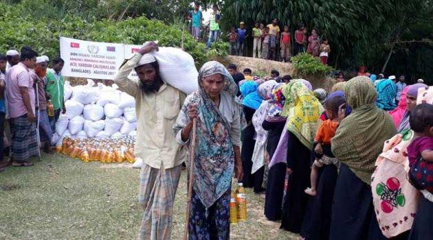 İHH Arakanlılar'a yardıma devam ediyor