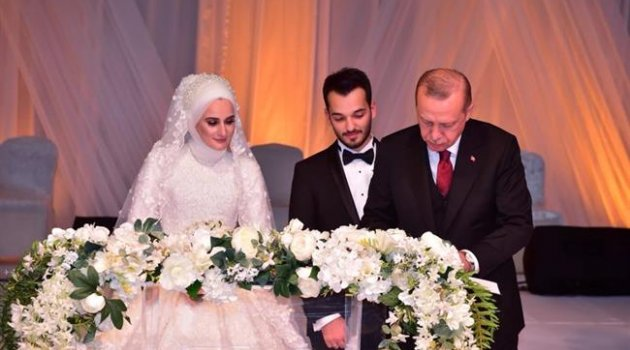 Başkan Suver Kızı B.Betül'ün nikahını kıydı