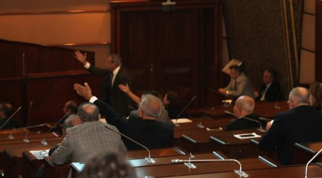 Belediye Meclisinde Dini nikah kavgası