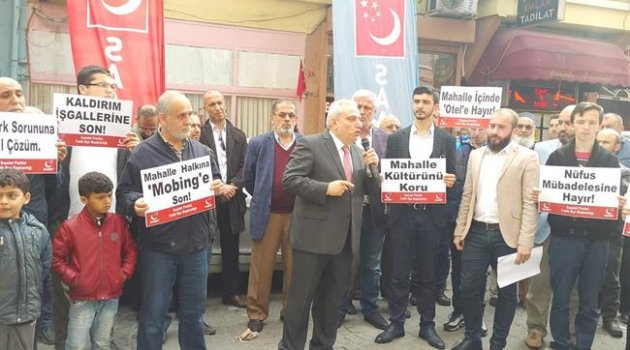 Saadet Partisi Fatih İlçe Başkanlığı Balat mahallesinde basın açıklaması yaptı.